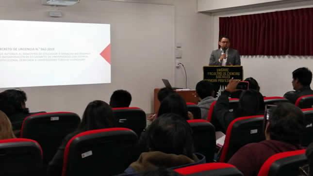 Autoridades del Minedu dialogan con estudiantes de universidades cusqueñas con licencia denegada