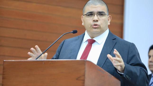 """Ministro Fernando Castañeda: """"Tengo el firme compromiso de trabajar por la reforma del sistema de justicia y fortalecer la lucha contra la corrupción"""""""