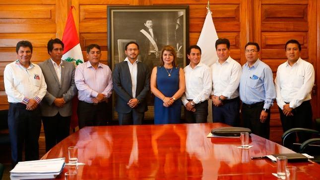 Ministra Hinostroza anuncia nuevos proyectos de salud para las regiones de Junín y Arequipa