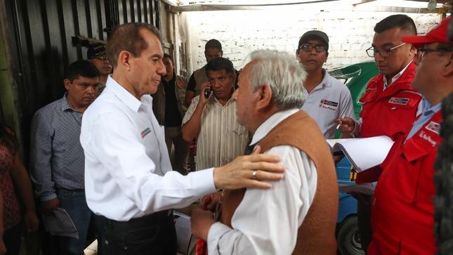 Ministro de Defensa: No nos retiraremos hasta que las familias de Villa El Salvador vuelvan a sus viviendas