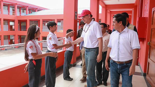PRESIDENTE VIZCARRA ANUNCIA QUE GOBIERNO INTERVENDRÁ 60 MIL CENTROS EDUCATIVOS PARA MEJORAR EDUCACIÓN DEL PAÍS