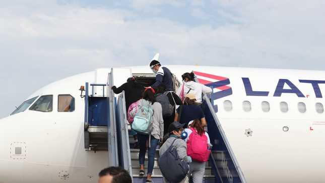 Pobladores vulnerables de Madre de Dios regresan a su región tras cumplir cuarentena controlada