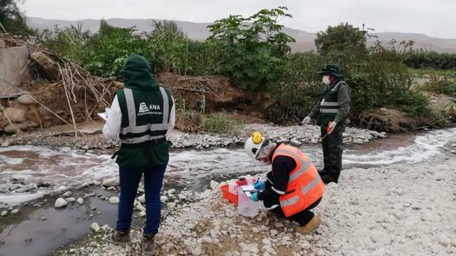 Minagri recogió muestras de ríos Osmore y Moquegua para evaluar presunta contaminación por aguas servidas