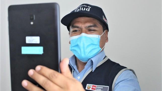 Ministerio de Salud realizó videollamada al Comandante General del Cuerpo de Bomberos del Perú en el Hospital Emergencia Ate Vitarte