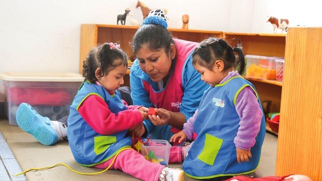 Funcionarios de Cuna Más son capacitados para evaluar y certificar competencias de cuidadores comunitarios de Atención Integral a niñas y niños