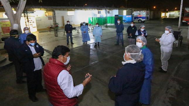 GOBERNADOR Y DIRECTOR DE LA DIRESA ENTREGAN MEDICACIÓN PARA PACIENTES DE PARCONA