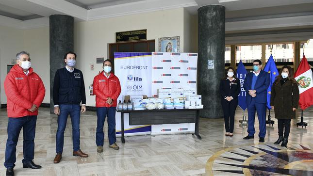 Ministro del Interior entregó equipos sanitarios para personal del CEBAF de Desaguadero