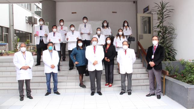 Se gradúan veintiún Médicos Residentes en el Instituto Nacional Materno Perinatal