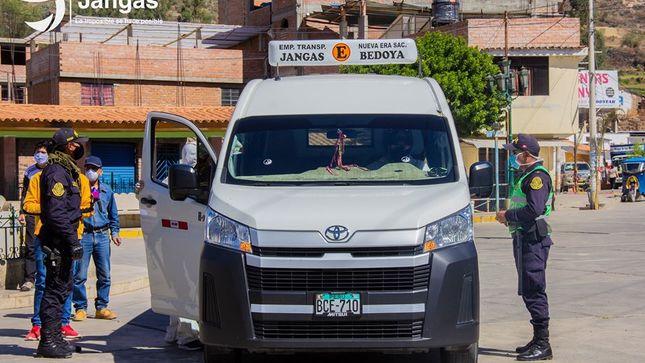 POLICÍA NACIONAL DEL PERÚ – COMISARIA DE TARICA, REALIZA OPERATIVOS PARA EL CUMPLIMIENTO DE PROTOCOLOS DE SANIDAD EN EL TRANSPORTE PÚBLICO
