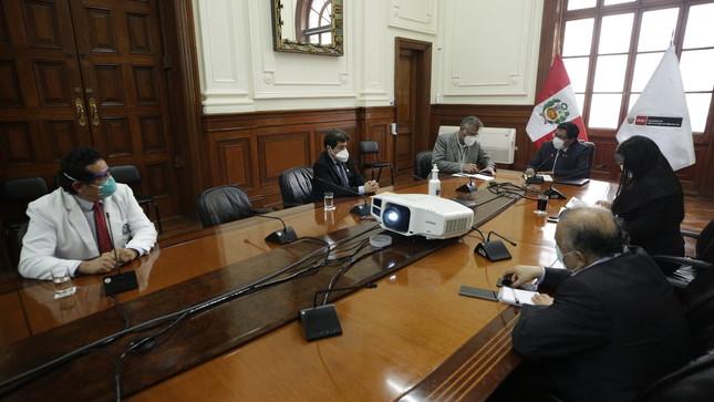 Titular de la PCM dialoga con representantes del gremio médico para fortalecer sus condiciones de trabajo